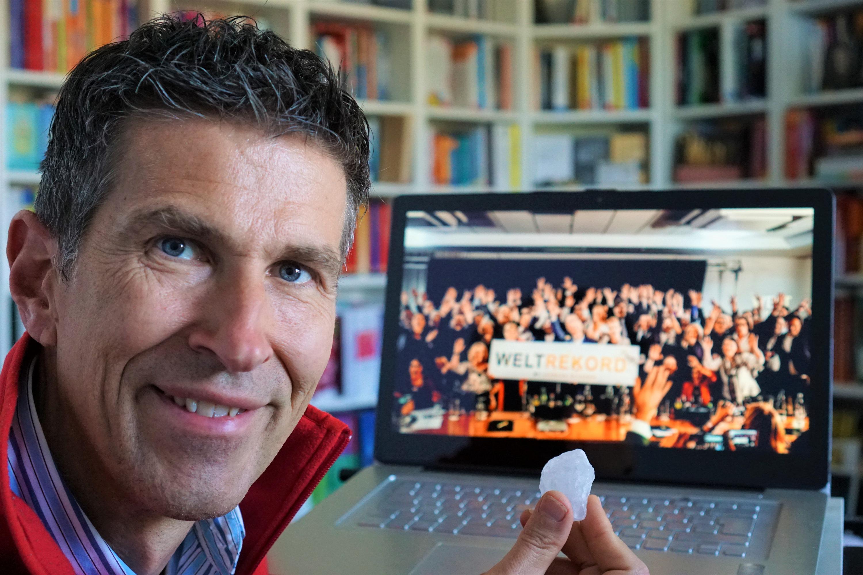 Life-Alchemist Markus Grass beim WELTREKORD – 1. Internationaler Zoom-Hack-Slam