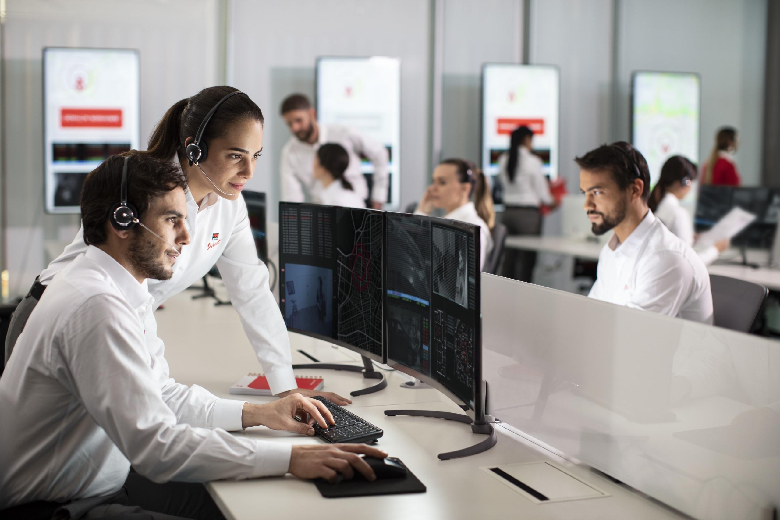 Die NSL-Fachkräfte in der VdS-zertifizierten Alarmzentrale von Verisure in Ratingen