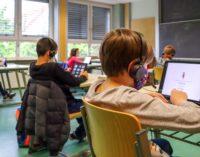 SWAN spendet Headsets an die Jakob-Wassermann-Schule