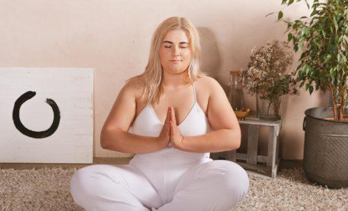 Yoga für Curvys: Jetzt lernen mit dem kostenlosen Yoga-Ratgeber