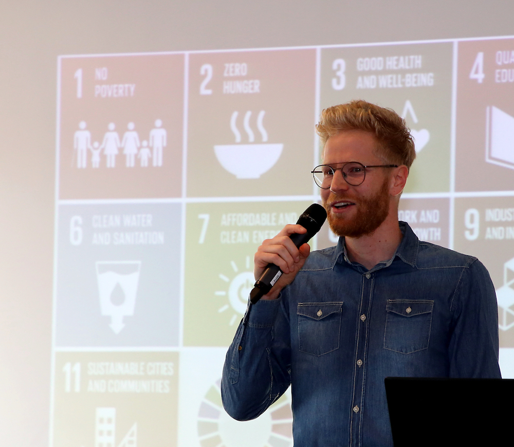 Clemens M. Weegmann von der element-i Bildungsstiftung begrüßt zum Global Goals Aktionstag 2021.