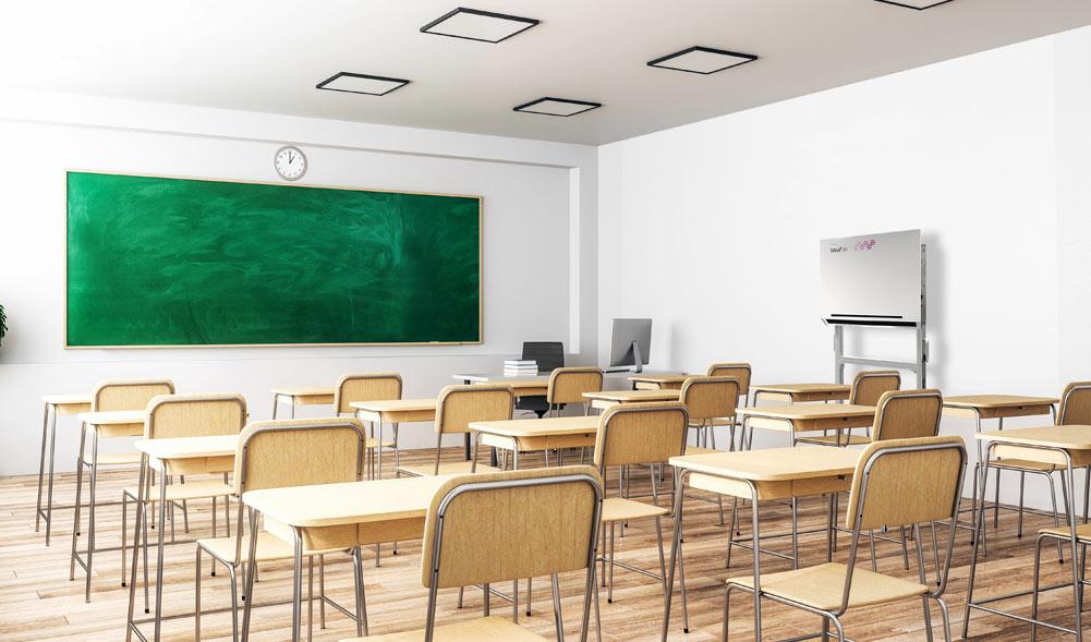 Ferienzeit, Klassenräume leer – ideal zur Nachrüstung von förderfähigen Luftreinigern mit UV-Desinfe