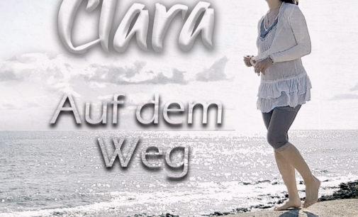 """Clara mit ihrer neuen Single """"Auf dem Weg""""."""