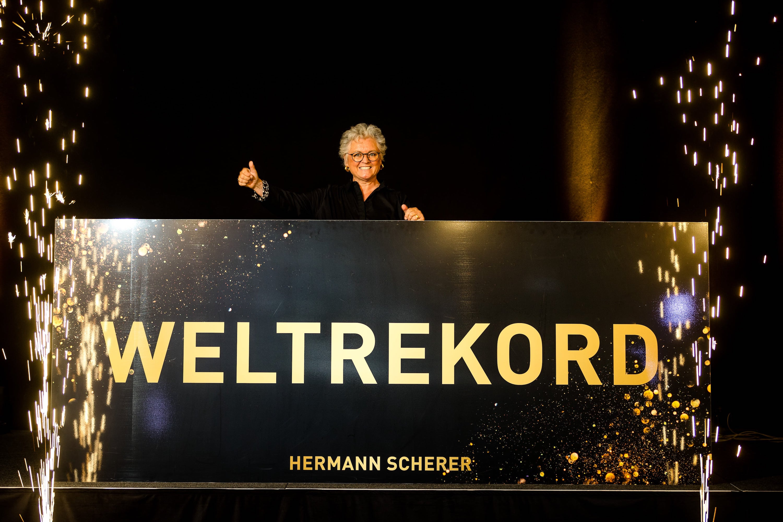 Yvonne Kasperek gewinnt beim Speaker Slam Weltrekord