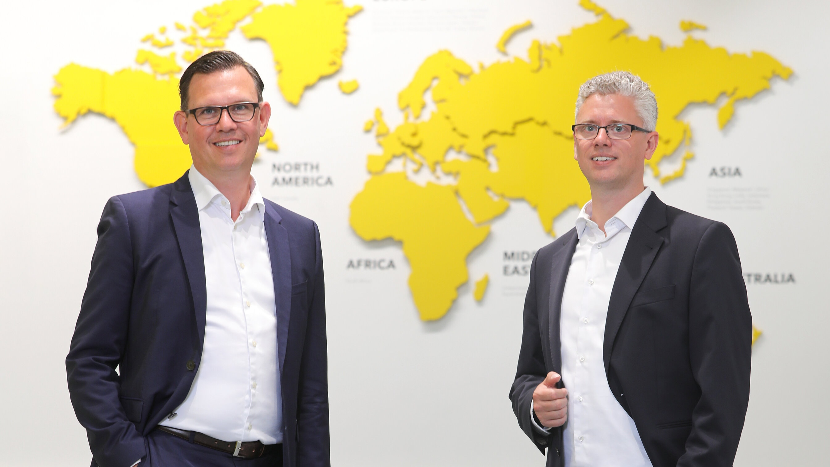 Steffen Bersch, CEO der SSI Schäfer Gruppe, und Alexander Bernhard, Geschäftsführer der SWAN GmbH