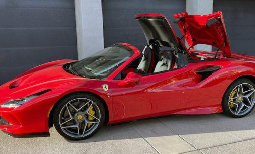 SmartTOP Zusatz-Verdecksteuerung von Mods4cars für Ferrari F8 Spider jetzt erhältlich