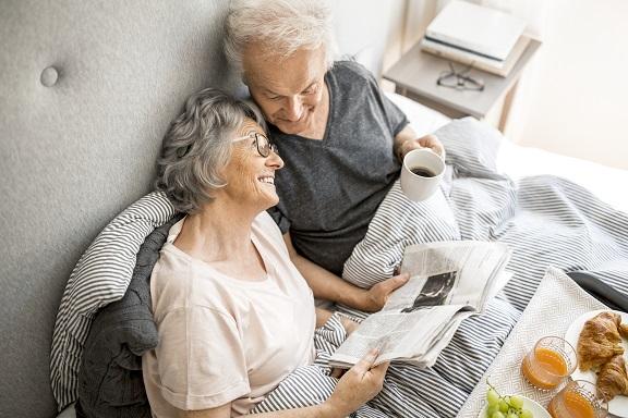 Das Alter unbeschwert genießen? Ein gutes Hörvermögen kann dabei helfen