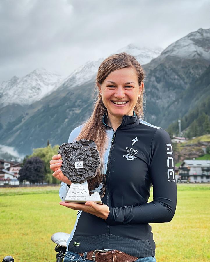 Veronika Weiß vom RSC Wolfratshausen kommt beim Ötztaler Radmarathon als zweite Frau ins Ziel