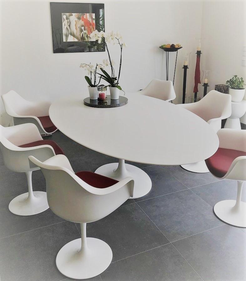 Den Tulip-Tisch von Saarinen gibt es originalgetreu nachgebaut - auch ausziehbar - bei BauhausBerlin